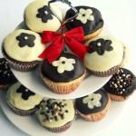 Brioşe cu Flori de Ciocolată