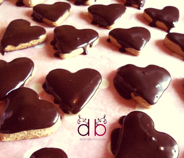inimioare glazurate cu ciocolata